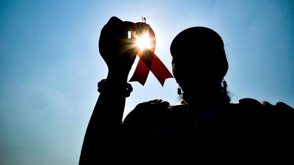 Menangani HIV dan AIDS